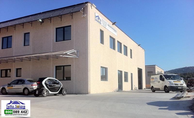 twizzy auto elettrica by renault in carica presso la sede della Tetto Solare