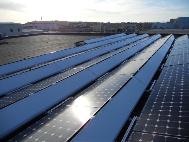 impianto fotovoltaico su tetto piano con sistema di fissaggio installato da Tetto Solare